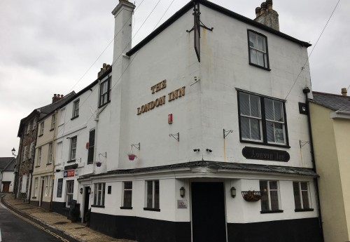 "L1981 : ""OLDE WORLDE"" VILLAGE FREE HOUSE"