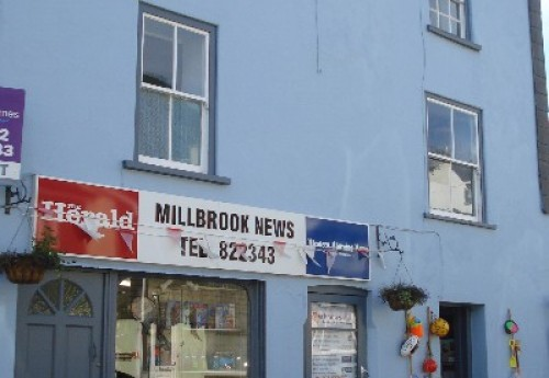 N137 : Busy coastal news, gifts and hardware shop