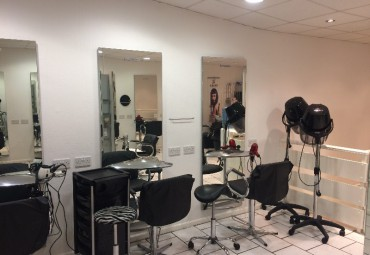 M3408 : Reputable hair and beauty salon