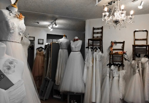M3414 : CHARMING BRIDAL WEAR BUSINESS